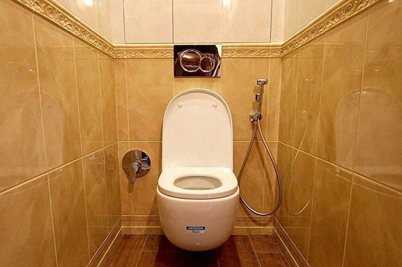 Douche hygiénique dans les toilettes de l'ancien Khrouchtchev