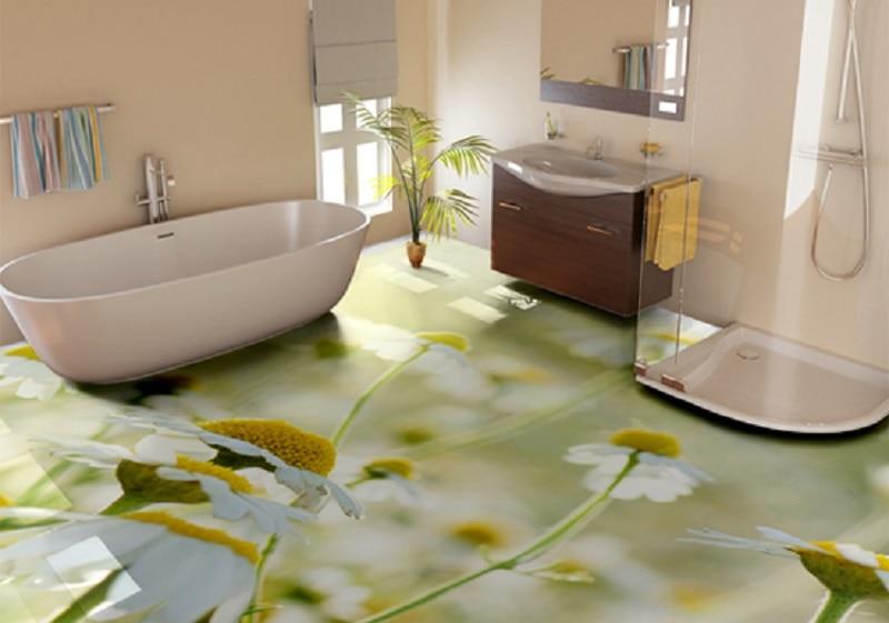 Marguerites sur la surface du plancher en vrac dans la salle de bain