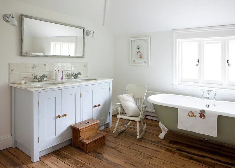Ván sàn trong phòng tắm của một ngôi nhà riêng