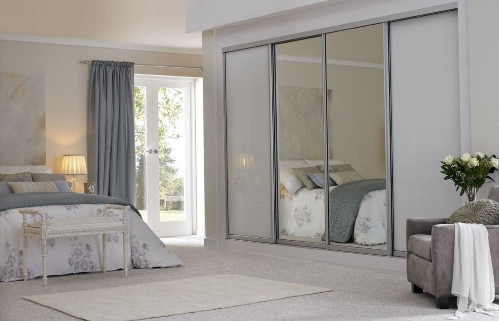 armoire pour une chambre avec miroir