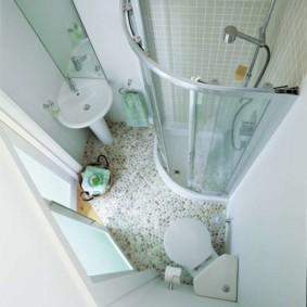 Intérieur de salle de bain carré