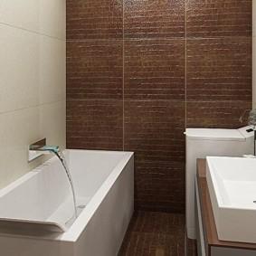 Carrelage marron dans la salle de bain