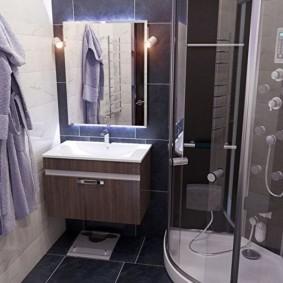 أرجواني رداء على هوك في الحمام