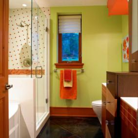 Phòng tắm đẹp với cửa sổ nhỏ