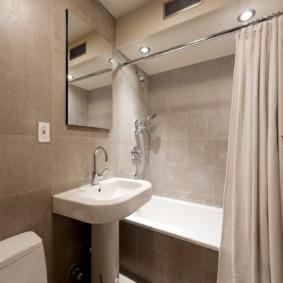 Rèm màu be trong phòng tắm
