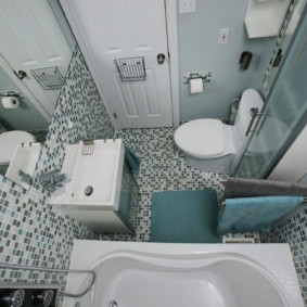 Khảm mịn trên sàn phòng tắm