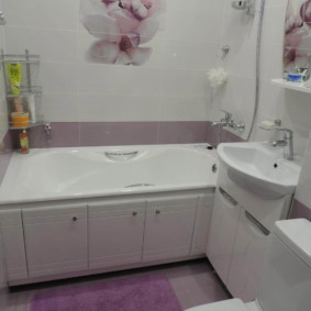 Phòng tắm hiện đại trong nhà bảng