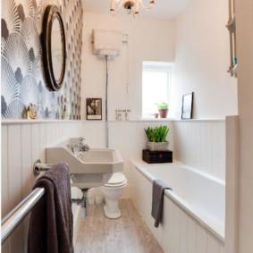 Bức tranh tường trên tường trong phòng tắm