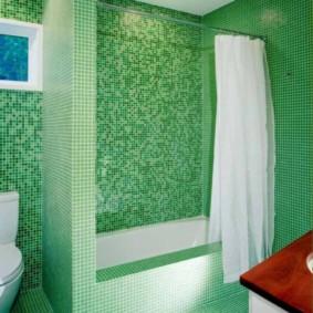 Rèm trắng trong phòng tắm xanh