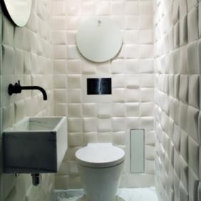 Carrelage volumétrique à l'intérieur de la salle de bain