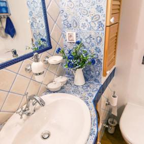 Petite toilette de style provençal