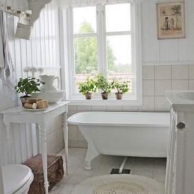 Thảm dệt kim trên sàn phòng tắm