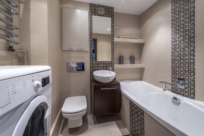 Kệ tích hợp trong phòng tắm nhỏ