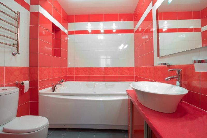 Màu đỏ trong nội thất phòng tắm