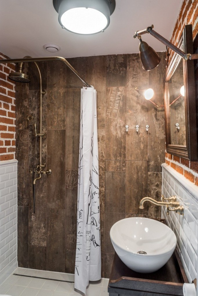 Support de douche dans la salle de bain de style loft