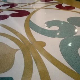 Plancher en vrac avec des motifs de couleur