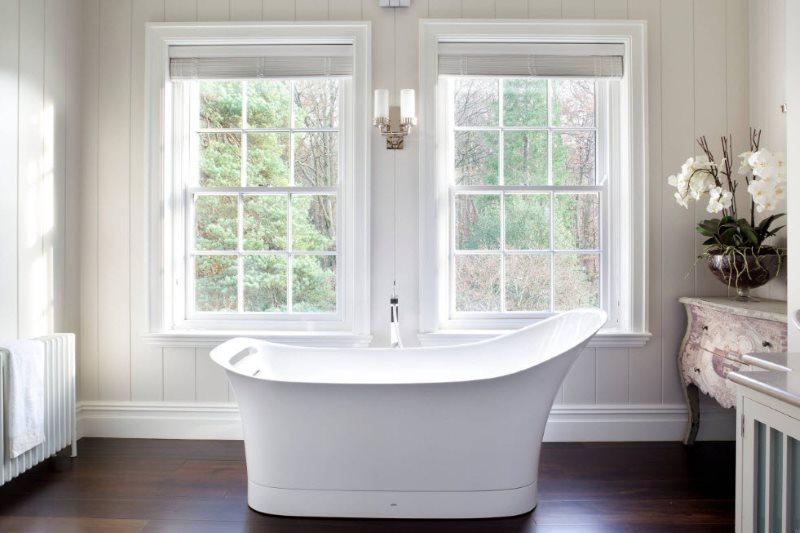 Trang trí tường của phòng tắm trong một ngôi nhà riêng bằng tấm nhựa PVC
