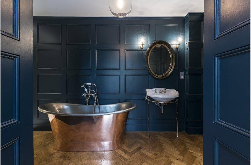 Tấm màu xanh đậm trong nội thất phòng tắm