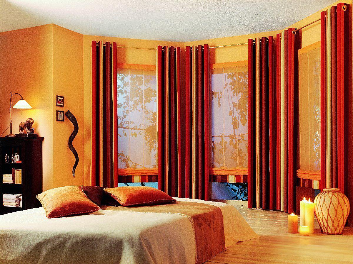 rideaux sur les œillets pour la chambre