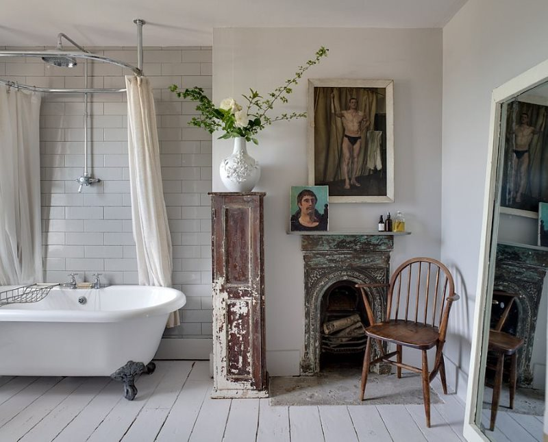 Những điều cũ trong một nội thất phòng tắm phong cách sang trọng tồi tàn