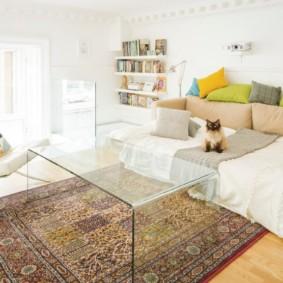 chambre-salon 18 m² meubles en verre