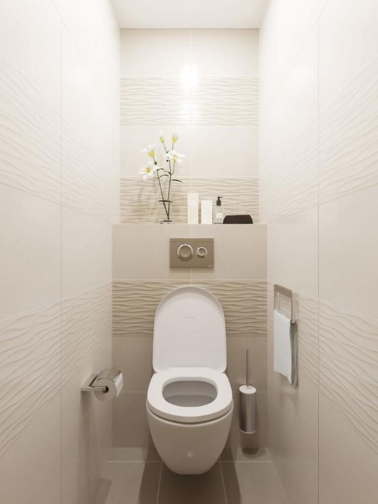 Toilettes légères dans la maison préfabriquée Khrouchtchev