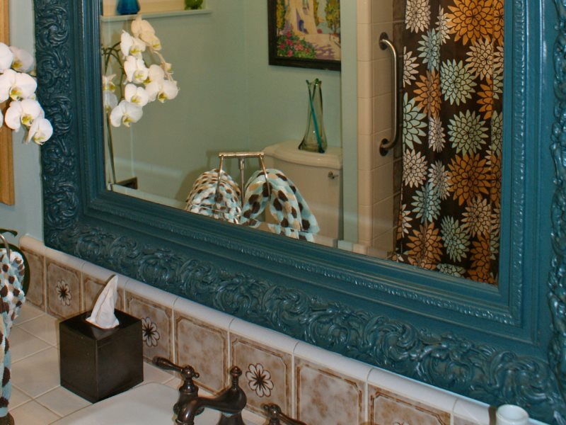 Gương trong khung gỗ chạm khắc cũ
