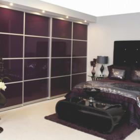 armoire marron pour une chambre