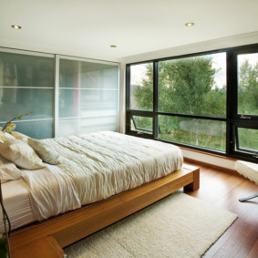 armoire pour une chambre avec portes givrées