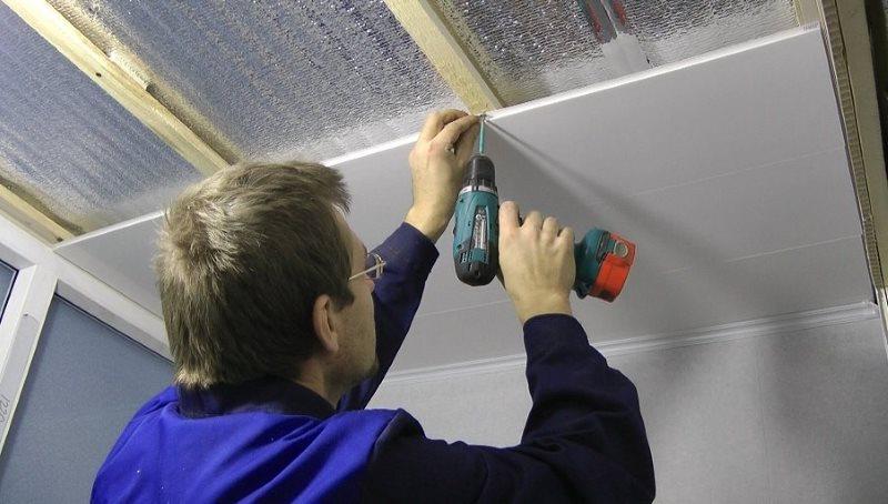 Tự lắp đặt các tấm nhựa PVC trên thùng gỗ