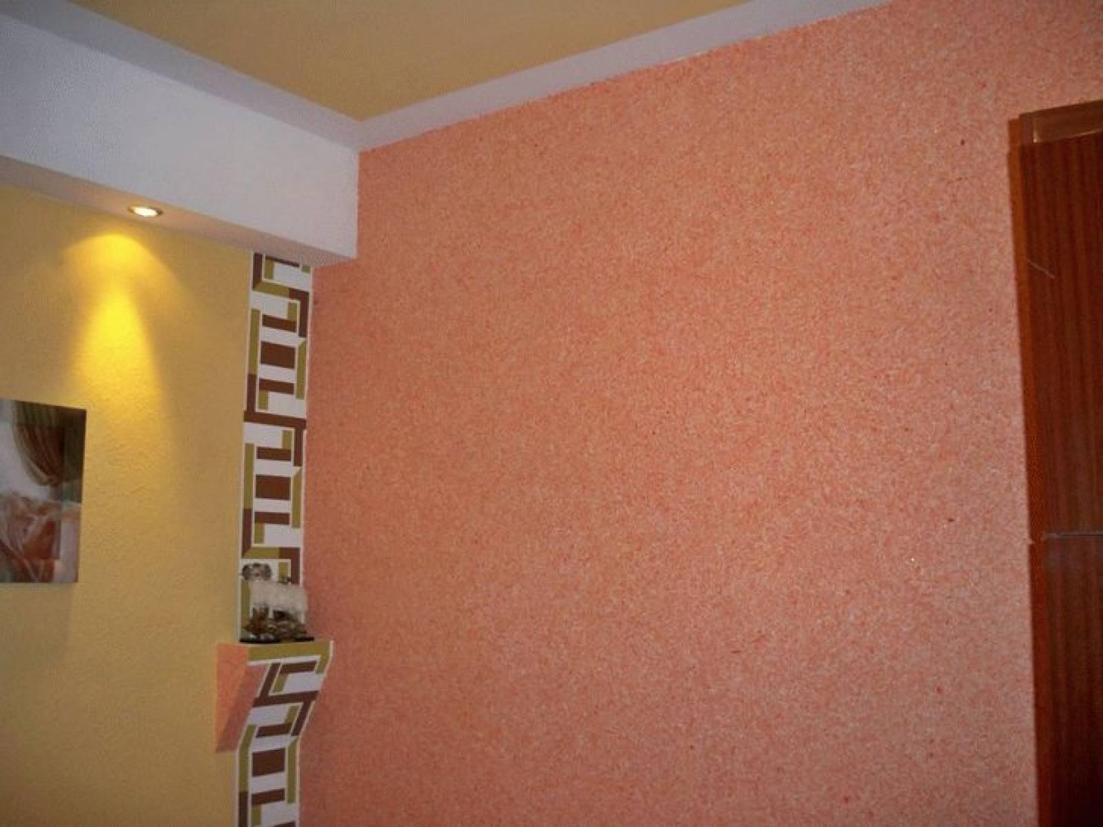 papier peint liquide dans le couloir combiné