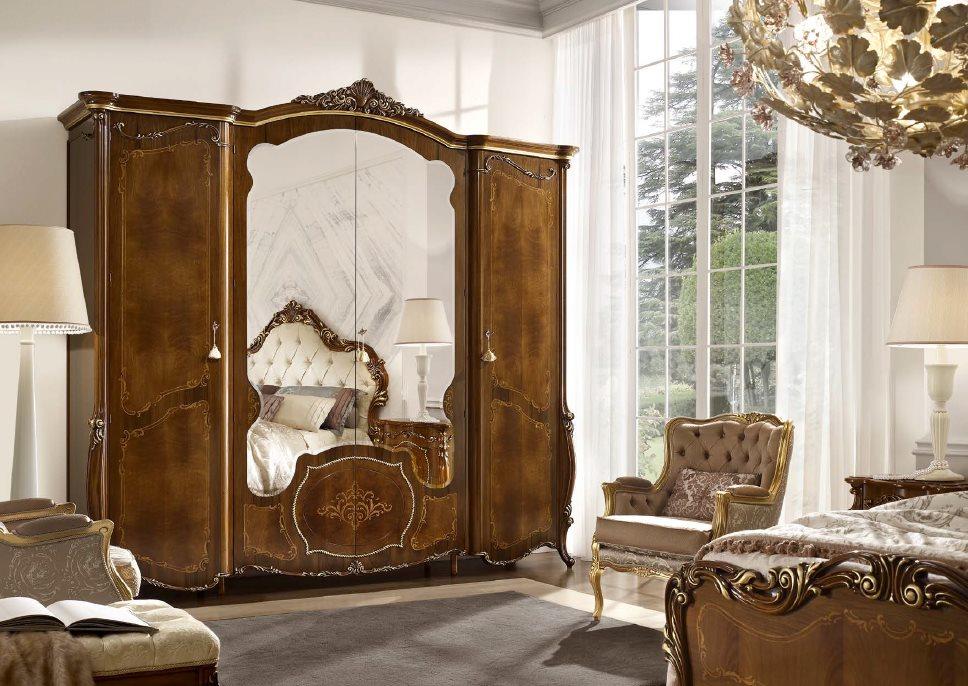 Armoire en bois avec portes miroir
