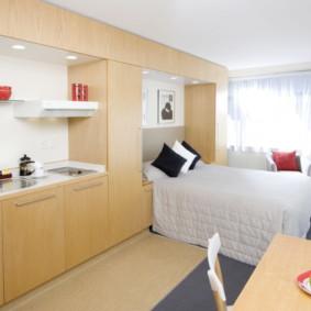 Couvre-lit blanc sur un lit double