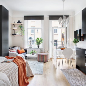 Studio scandinave avec balcon