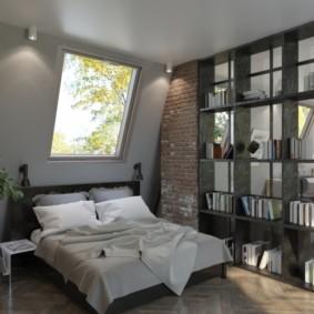 Petite chambre dans les combles d'une maison privée