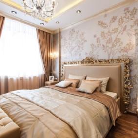 Tête de lit plaquée or