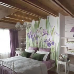Poutres en bois au plafond de la chambre