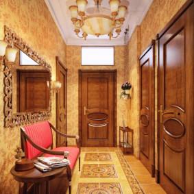 Canapé d'ameublement rouge dans le couloir
