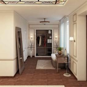 Miroir au sol à l'intérieur du couloir