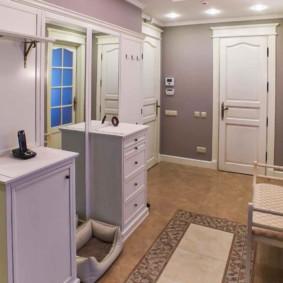 Chauffage au sol en céramique dans le couloir d'une maison privée
