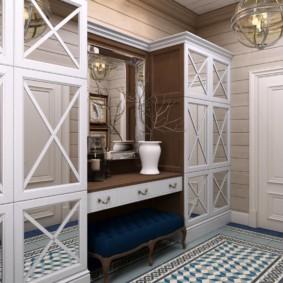 Inserts de miroir sur les portes des meubles