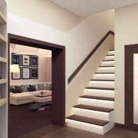 Décorer les escaliers au deuxième étage d'une maison privée