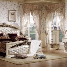 Conception de chambre spacieuse avec des meubles en bois