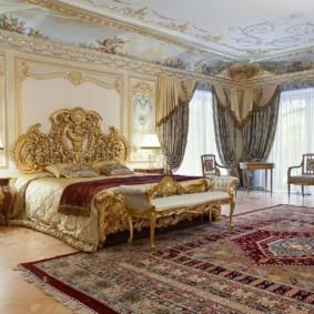 Grande chambre dans une maison privée