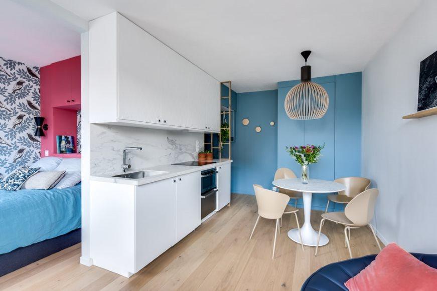 Cuisine en ligne dans un petit studio