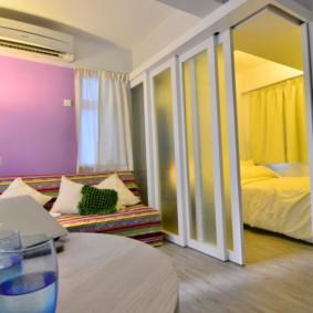 phòng khách và phòng ngủ trong một lựa chọn phòng