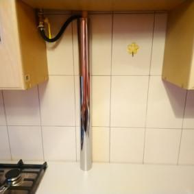 comment cacher un tuyau de gaz dans le décor photo de la cuisine