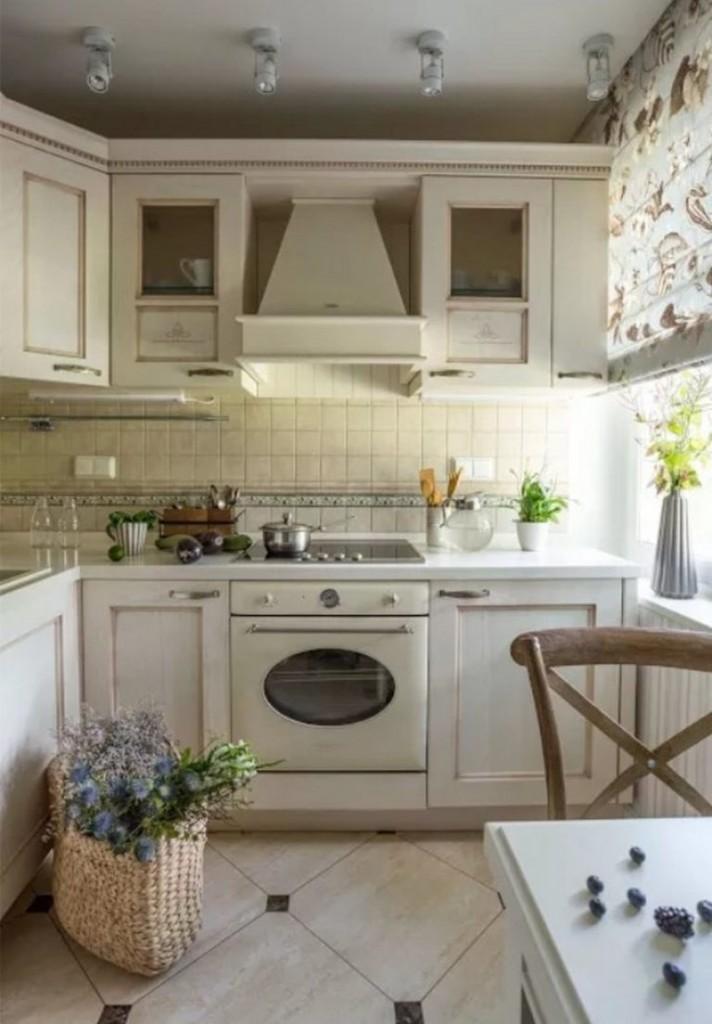 Plancher en céramique dans une petite cuisine rustique