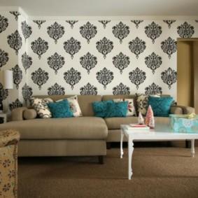 combinaison de papier peint dans la conception du salon