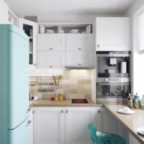 Réfrigérateur turquoise de style rétro